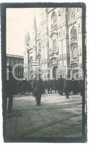 1910 ca MILANO Piazza Duomo affollata - Foto ANIMATA carrozze 9x15 cm