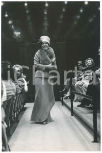 1962 PARIS Théâtre national populaire - Roland PETIT dirige les répétitions